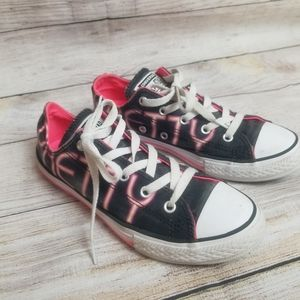 Girls strong and pretty Converse size 3